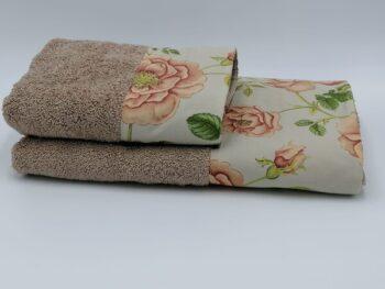 Set di asciugamani viso più ospite bordato con fiori