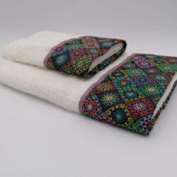 Coppia di asciugamani con bordo colorato